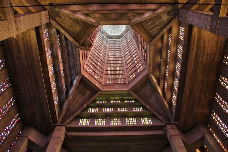 interieur-eglise-beton-mylittleroad