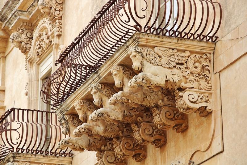 balcon-chevaux-noto-mylittleroad