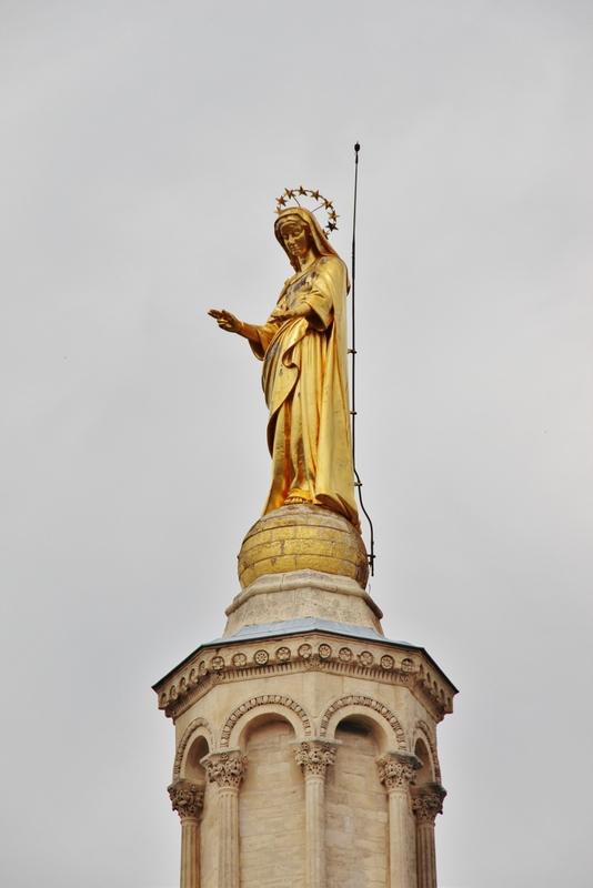 statue-doree-avignon