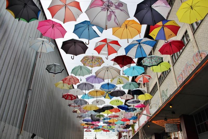 parapluie-zurich-deca-street-art-mylittleroad