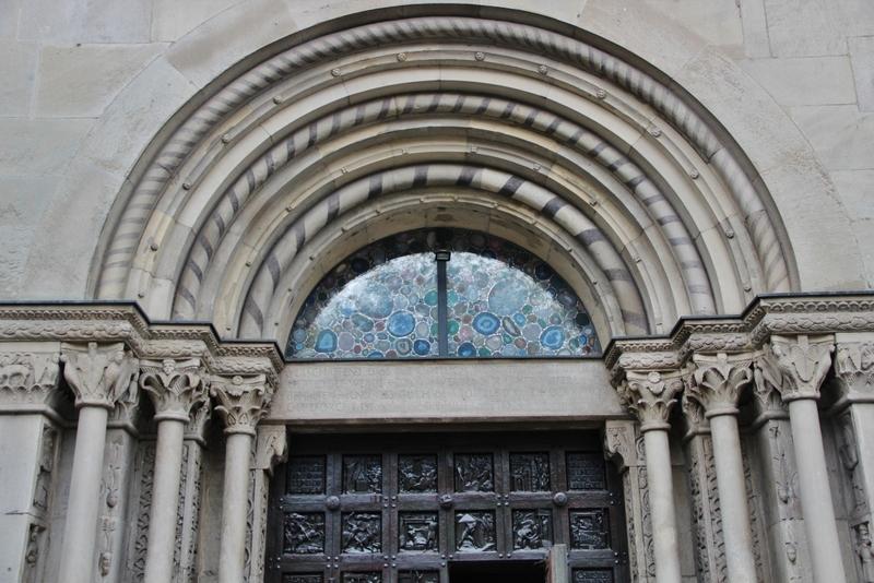 portail-eglise-zurich-mylittleroad