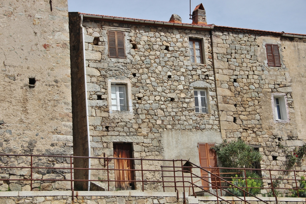village-facade-montagne-ghisoni-corse