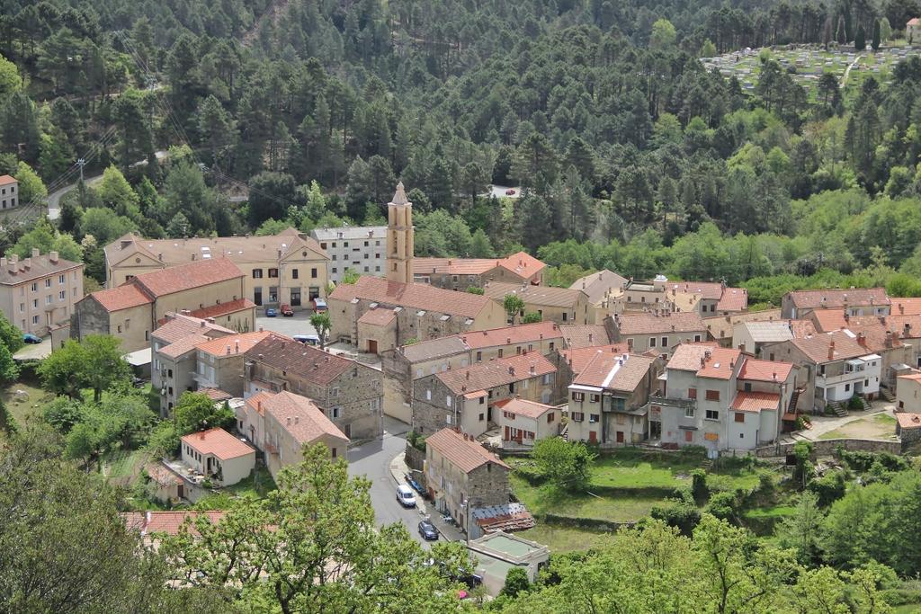 village-vue-ghisoni-montagne-ghisoni-corse