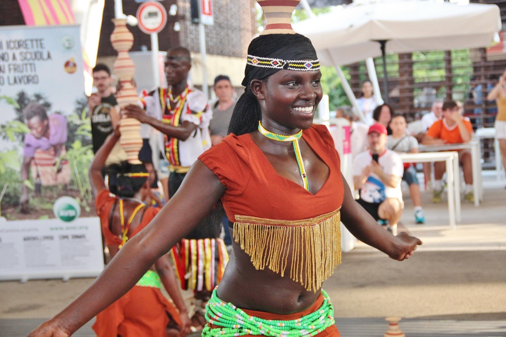 danse-traditionnelle-expo-milano-2015