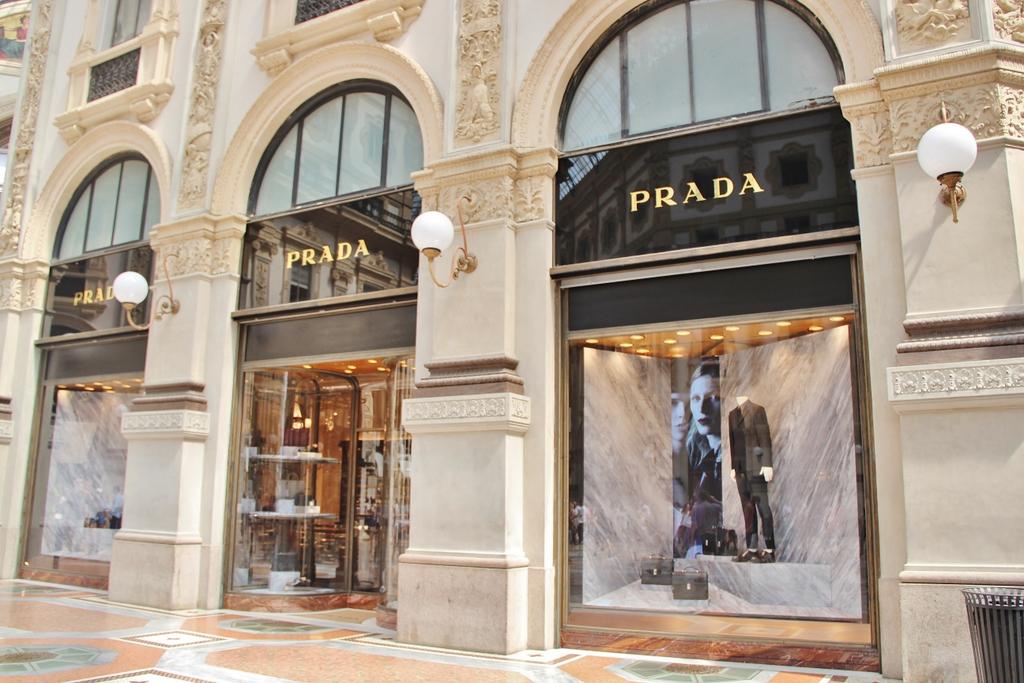 boutique-prada-galerie-milan