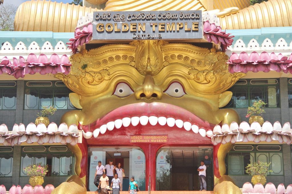 entree-temple-dore-dambulla