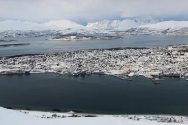 ville-entier-fjord-tromso-norvege